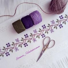 Cross Stitch Beginner, Cross Stitch Art, Cross Stitch Borders, Cross Stitch Designs, Cross Stitching, Cross Stitch Patterns, Hand Embroidery Design Patterns, Hand Embroidery Videos, Crewel Embroidery