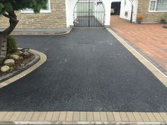 A driveway can always be beneficial for your home. Apart from providing you with some extra space to keep your cars park, it also improves the outlook for your Front Driveway Ideas, Modern Driveway, Asphalt Driveway, Driveway Paving, Driveway Design, Driveway Landscaping, Driveway Gate, Garden On A Hill, Garden Paths
