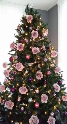 Diy christmas tree 301389400065516642 - 26 best ideas for christmas tree decorations themes gold decorating ideas Pink Christmas Decorations, Christmas Tree Themes, Christmas Tree Toppers, Xmas Tree, Christmas Tree Trends 2018, Christmas Tree Tinsel Garland, Christmas Lights, Christmas Ornament, Rose Gold Christmas Tree