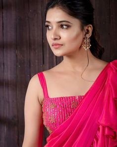 Vani Bhojan is an Indian Television Actress and Former Fashion Model. She has acted in few advertisements and later appeared in TV Serials. Aahaa is the de Indian Actress Hot Pics, Beautiful Indian Actress, Indian Actresses, Beautiful Girl Photo, Cute Girl Photo, Beautiful Women, Kajal Agarwal Saree, Saree Photoshoot, Cute Girl Face