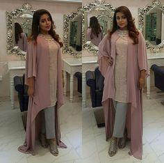 New Crochet Poncho Outfit Womens Fashion Sweaters Ideas Stylish Dress Designs, Stylish Dresses, Simple Dresses, Nice Dresses, Shrug For Dresses, Sleeves Designs For Dresses, Pakistani Wedding Outfits, Pakistani Dresses, Poncho Outfit