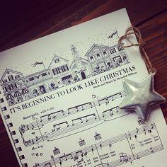 """1 dicembre: per me il bello del calendario dell\'avvento sta nel vedere la magia che cresce piano piano. Quando il freddo, le vetrine dei negozi, il profumo degli agrumi mi dicono che """"sta iniziando a sembrare natale"""". #music #score #christmas #carol"""