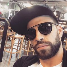 Gerard Piqué: Waiting my friend at the airport trying to go unnoticed with my new Sunny In Philadelphia, My Friend, Friends, It's Always Sunny, Lionel Messi, Sunnies, Eyewear, Aviation, Waiting