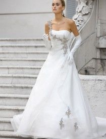 I love weddings and everything that surrounds them. Crochet Wedding Dress Pattern, Crochet Wedding Dresses, Wedding Dress Patterns, Colored Wedding Dresses, Best Wedding Dresses, Wedding Dress Suit, Wedding Dress With Pockets, Perfect Wedding Dress, Petite Wedding Gowns