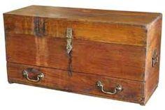 Baúl rústico en madera de acacia con un cajón en su parte inferior