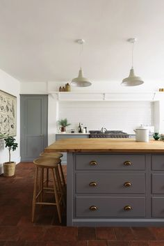 The Cheshire Townhouse Kitchen by deVOL by deVOL Kitchens | homify Modern Farmhouse Kitchens, Rustic Kitchen, New Kitchen, Kitchen Decor, Kitchen Design, Awesome Kitchen, Farmhouse Kitchen Cabinets, Farmhouse Sinks, Country Kitchens