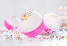 JewelryShippingIngredientsFragranceSprinkle some fun into your next bath experience! Slip into an irresistible sweet vanilla, brown sugar and milk bath, while colourful confetti dances around you! Enriched with shea butter and aloe, this party bomb will leave your skin silky smooth and sweetly sc...