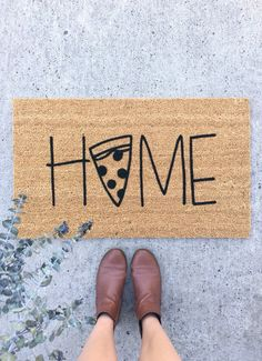 Charm every pizza loving guest by adding this hand painted pizza doormat to your front step! Or give this coir welcome mat as a housewarming gift or wedding gift to your loved ones. Click through to see more styles and options! Pizza House, Black Acrylic Paint, Best Shakes, Coir Doormat, Front Steps, Welcome Mats, Porch Decorating, House Warming, Gifts For Her