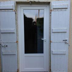 Installation Par Delmas Diffusion Du0027une Porte Du0027entrée 1 Vantail En PVC  Blanc