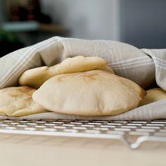 Hjemmebakt naanbrød! Naan, Baking, Dinner, Recipes, Dining, Bakken, Food Dinners, Recipies, Bread