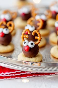 Tis the season of Christmas cookies! I'm so excited to share these Reindeer Truffle Christmas Cookies with you! Kids and adults will love these cute reindeers, they'll be the star of your cookie platter this holiday season! Christmas Cookies Kids, Christmas Truffles, Cookies For Kids, Cookie Flavors, Cookie Recipes, Party Food For Adults, Cookies Healthy, Vanilla Recipes, Holiday Recipes