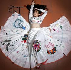 Indian Fashion Dresses, Dress Indian Style, Indian Designer Outfits, Indian Outfits, Choli Blouse Design, Choli Designs, Lehenga Designs, Blouse Designs, Garba Dress