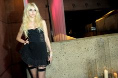 Perkins Chester - Backgrounds High Resolution: taylor momsen backround - 3000x2004 px