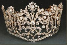 Tiara de Josefina Bonaparte.  Y esta es la diadema que llevaba la emperatriz Josefina de Francia, primera esposa de Napoleón I, el día de la coronación.