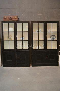 Set oude brocante vitrinekasten (vintage / shabby chic) van www.old-basics.nl  Zowel stoer als landelijk!