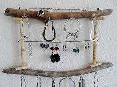 Porte bijoux mural en bois flotté et bambou naturel de la boutique PorteBijouxSylsun sur Etsy
