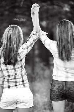 sisters best friends awesome session! wendyrakvicaphotography.com upstate NY natural light photographer