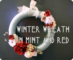 Yarn wreath with felt flowers in mint and red... Easy DIY!