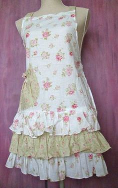 My mother just gave me some of my grandmother's aprons. I would wear this apron, (not to paint in either. Sewing Aprons, Sewing Clothes, Diy Clothes, Retro Apron, Aprons Vintage, Clothing Patterns, Sewing Patterns, Couture, Cool Aprons