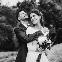 Happiness is easy  . #bohowedding #weddingphotographer #couplesgoals #weddinginspiration #forestwedding