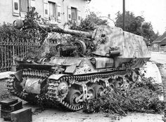 This Marder 1 tank destroyer was based on the Lorraine 37L artillery tractor ( Tracteur Blinde) of which after the fall if France in 1940 the Germans aquired more than three hundred the modified for German military use.