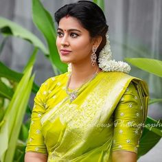 Image may contain: one or more people and people standing Wedding Saree Blouse Designs, Saree Blouse Neck Designs, Fancy Blouse Designs, Sneha Saree, Bridal Sarees South Indian, Divas, Saree Trends, Sr1, Trendy Sarees