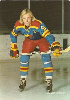 Time to show some love for a great hockey uniform from Sweden (Djurgårdens). Rangers Hockey, Women's Hockey, Hockey Games, Hockey Players, Hockey Stuff, Nhl, Bobby Hull, Tim Hortons, Good Old Times