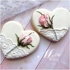 ideas for cupcakes decoration vintage decorated cookies Fancy Cookies, Iced Cookies, Cute Cookies, Cookies Et Biscuits, Sugar Cookies, Vintage Cookies, Fondant Cookies, Royal Icing Cookies, Cupcake Cookies