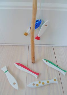 Reclaimed paintbrush handles become an adorable fishing set for kids!