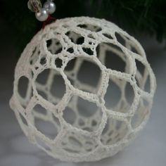 New Crochet Christmas Ball Ornaments Ideas Crochet Christmas Wreath, Christmas Crochet Patterns, Crochet Ornaments, Beaded Christmas Ornaments, Holiday Crochet, Crochet Snowflakes, Ornament Crafts, Ball Ornaments, Crochet Gifts