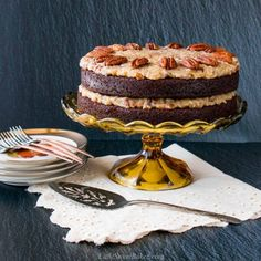 This is a classic German Chocolate Cake made with two layers of moist and delicious chocolate cake and a rich coconut-pecan frosting. This spectacular dessert is shockingly easy to make and oh so good! #germanchocolatecake #germanchocolatefrosting German Chocolate Frosting, Chocolate Cake Video, Tasty Chocolate Cake, Chocolate Chip Muffins, Vegetarian Chocolate, Chocolate Souffle, Decadent Chocolate, How To Make Scones, How To Make Cake