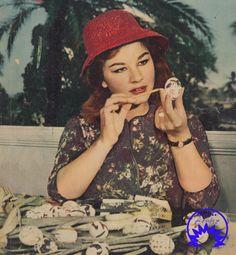 شويكار تقوم بتلوين بيض شم النسيم Egyptian Beauty, Egyptian Art, Old Pictures, Actors & Actresses, Nostalgia, Winter Hats, Cinema, Vintage, Celebrities