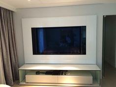Painel de TV luxuoso, para home, revestido de vidro branco. Fernando Designer
