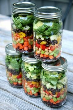 Colorful chopped veggies and beans (kidney garbanzo and black!) steal the show in this salad making for a high-fiber high-protein filling lunch. It's perfect if you're trying to lose weight but are also cutting back on meat and dairy. Mason Jar Meals, Meals In A Jar, Mason Jar Diy, Mason Jar Lunch, Healthy Snacks, Healthy Eating, Healthy Recipes, Jar Recipes, Salad Recipes
