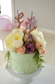 Celebrating the most important day of the year, transform your birthday party into an unforgettable occasion with these bohemian decor inspirations. 1st Birthday Parties, It's Your Birthday, Birthday Ideas, Pretty Cakes, Beautiful Cakes, Bohemian Party, Festa Party, Party Party, Party Desserts