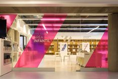 Vicente Aleixandre library signage system in Environmental
