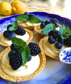 Blackberry and Blueberry Limoncello Tarts - La Bella Vita Cucina Yummy Treats, Delicious Desserts, Sweet Treats, Tart Recipes, Dessert Recipes, Bread Recipes, Quiche, Muffins, Italian Bakery