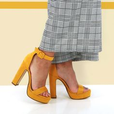 Sandales jaune moutarde à talon haut #sandales #jaune #talons #highheels #fashion #mode #shoes #femme #chaussures #tendance #fashioninspiration