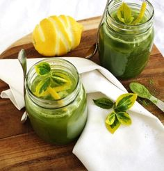 Lemon Matcha on Ice. Lemon Matcha on Ice - A nutritionist's take on one of the most refreshing and healthy beverages you can make at home in about 5 minutes! Green Tea Lemonade, Honey Lemonade, Flavored Lemonade, Lemonade Sign, Green Tea Recipes, Matcha Green Tea, Green Teas, How To Cook Quinoa, Summer Drinks