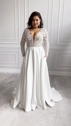 Plus Size Wedding Dresses With Sleeves, Plus Size Wedding Gowns, Wedding Dress With Pockets, Simple Wedding Dress Sleeves, Plus Size Brides, Wedding Dress Necklines, V Neck Wedding Dress, Boho Wedding Dress, Curvy Bride
