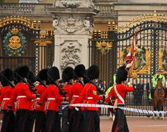 Witness the Classic Changing of the Guard - 7 EXCITING THINGS TO DO IN LONDON FOR FREE!