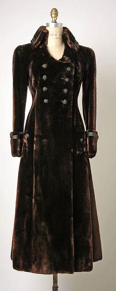 Metropolitan Museum of Modern Art, Coat (Redingote), Bergdorf Goodman, 1969 - would make a great steampunk overcoat Bergdorf Goodman, 1960s Fashion, Vintage Fashion, Vintage Dresses, Vintage Outfits, Vintage Clothing, Mode Mantel, Moda Boho, Looks Black