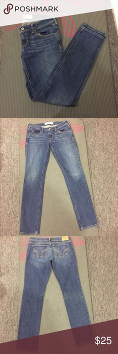 Hollister skinny jeans Blue skinny jeans from Hollister. Only worn a couple times and in great condition. Feel free to make me a reasonable offer ☺️💕 Hollister Jeans Skinny