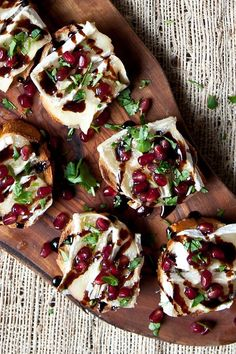 This simple and elegant appetizer has gorgeous flavors and stunning colors. It's sure to be a hit at your next get together! This simple and elegant appetizer has gorgeous flavors and stunning colors. It's sure to be a hit at your next get together! Snacks Für Party, Appetizers For Party, Appetizer Recipes, Party Nibbles, Thanksgiving Appetizers, Christmas Appetizers, Appetizer Ideas, Canapes Ideas, Pomegranate Recipes Appetizer