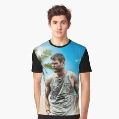 "Camiseta ""Chris Hemsworth"" da clecio | Redbubble Chris Hemsworth, Tshirt Colors, Wardrobe Staples, Female Models, Iphone Wallet, Iphone Cases, Heather Grey, Classic T Shirts, Actors"