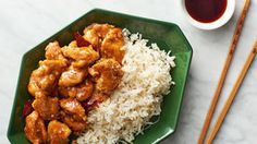 Kung Pao chicken is one of the most popular dishes throughout China and the Western world alike. Loved for its sweet and spicy flavors, we've got the deets on how to make authentic Kung Pao chicken right at home. General Tao Chicken, Paella, Tso Chicken, Boneless Chicken, Lemon Chicken, Best Chinese Food, Chinese Meals, Dinner With Ground Beef, Brunch