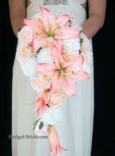 Résultats de recherche d'images pour « wedding bouquets white pink and peach cascading »