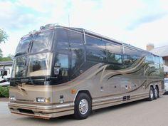 Prevost...BJL Celine, Prevost Bus, Luxury Motorhomes, Luxury Bus, Bus Conversion, Rv, Tours, Fun Travel, Motor Homes