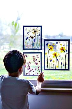 How to Quickly Press Flowerss these clever decor ideas are so perfect for summer, Pressed Flower Art Stunning Diy Flower Crafts - diy ThoughtEasy pressed flowers in 3 minutes! Sun catchers and wall decor! So easy & inexpensive yay! Home Crafts, Easy Crafts, Crafts For Kids, Easy Diy, Summer Crafts, Kids Diy, Creative Crafts, Autumn Crafts, Nature Crafts