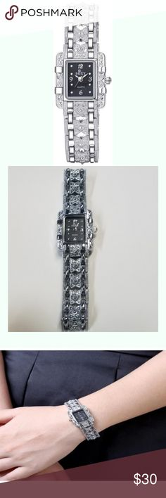Soxy Casual Watch For Women Analog Metal Watch Description: Type : Casual Watch Display Type : Analog Model Number : WH0022A Targeted Group : Women Brand : Soxy Band Material : Metal Watch Shape : Rectangle Soxy Jewelry